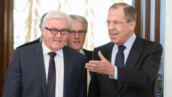 Министр иностранных дел Германии Франк-Вальтер Штайнмайер и министр иностранных дел России Сергей Лавров на встрече в Москве - Sputnik Italia