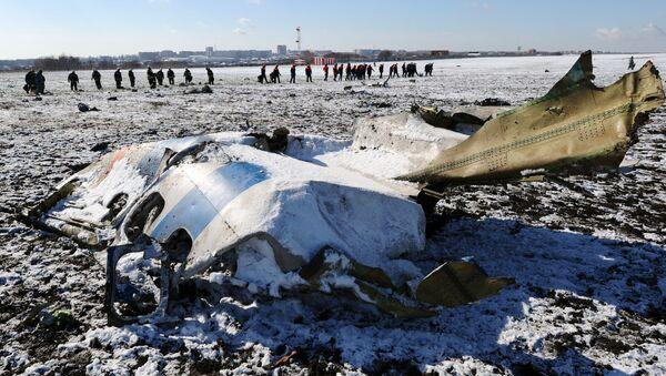 I resti del Boeing 737 della FlyDubai sulla pista dell'aeroporto di Rostov sul Don - Sputnik Italia