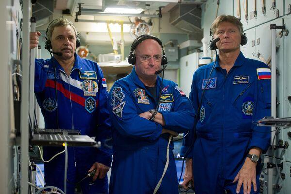 I cosmonauti Kelly, Volkov e Kornienko nella capsula di rientro. - Sputnik Italia