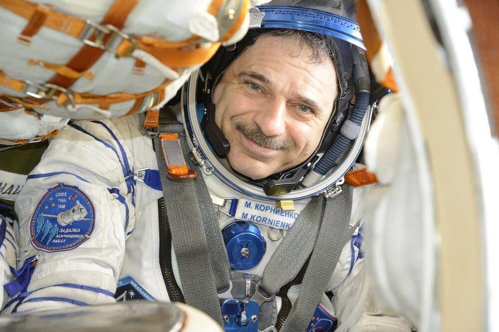 Il cosmonauta russo Mikhail Kornienko alla Stazione Spaziale Internazionale.