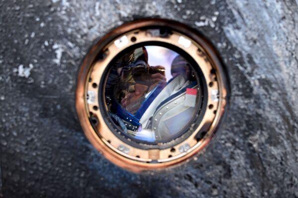Il cosmonauta russo Mikhail Kornienko dopo il rientro dallo spazio, il 2 marzo, 2016. - Sputnik Italia