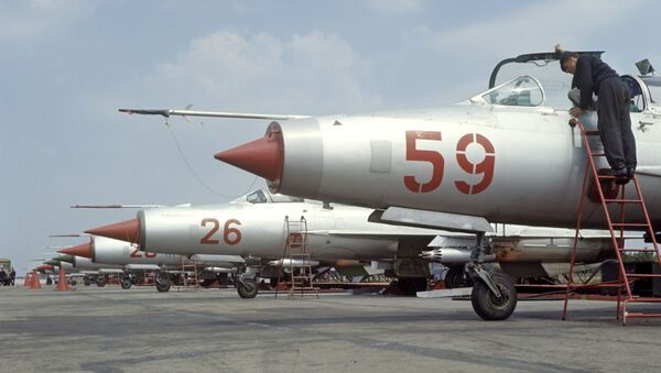 I caccia MiG-21 all'aerodromo - Sputnik Italia
