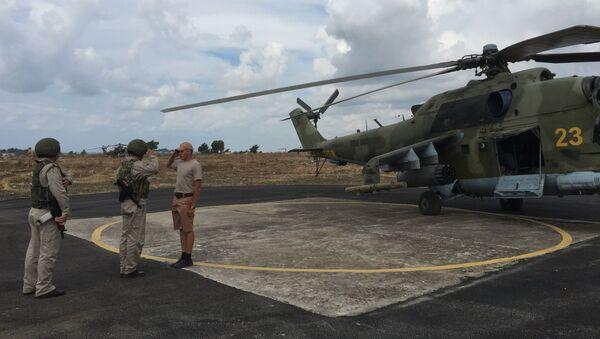 Российские ударные вертолеты МИ-24 готовятся к вылету с аэродрома Хмеймим, Сирия - Sputnik Italia