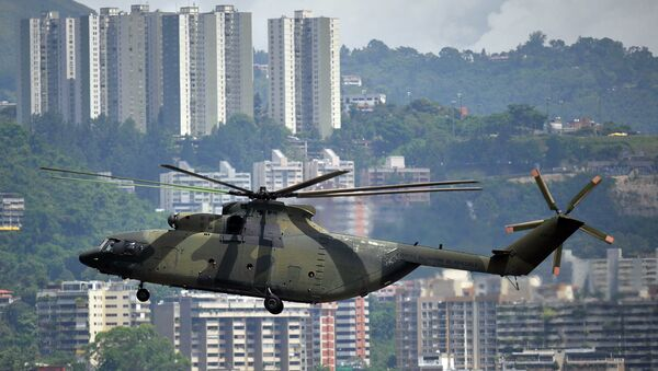 Russian-made Mi-26 military helicopter overflies Caracas - Sputnik Italia