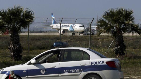 L'airbus A320 Egyptair dirottato all'aeroporto di Larnaca, Cipro - Sputnik Italia