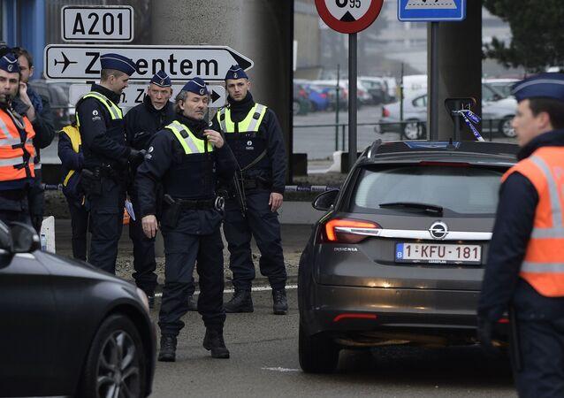 Polizia vicino all'aeroporto Zaventem
