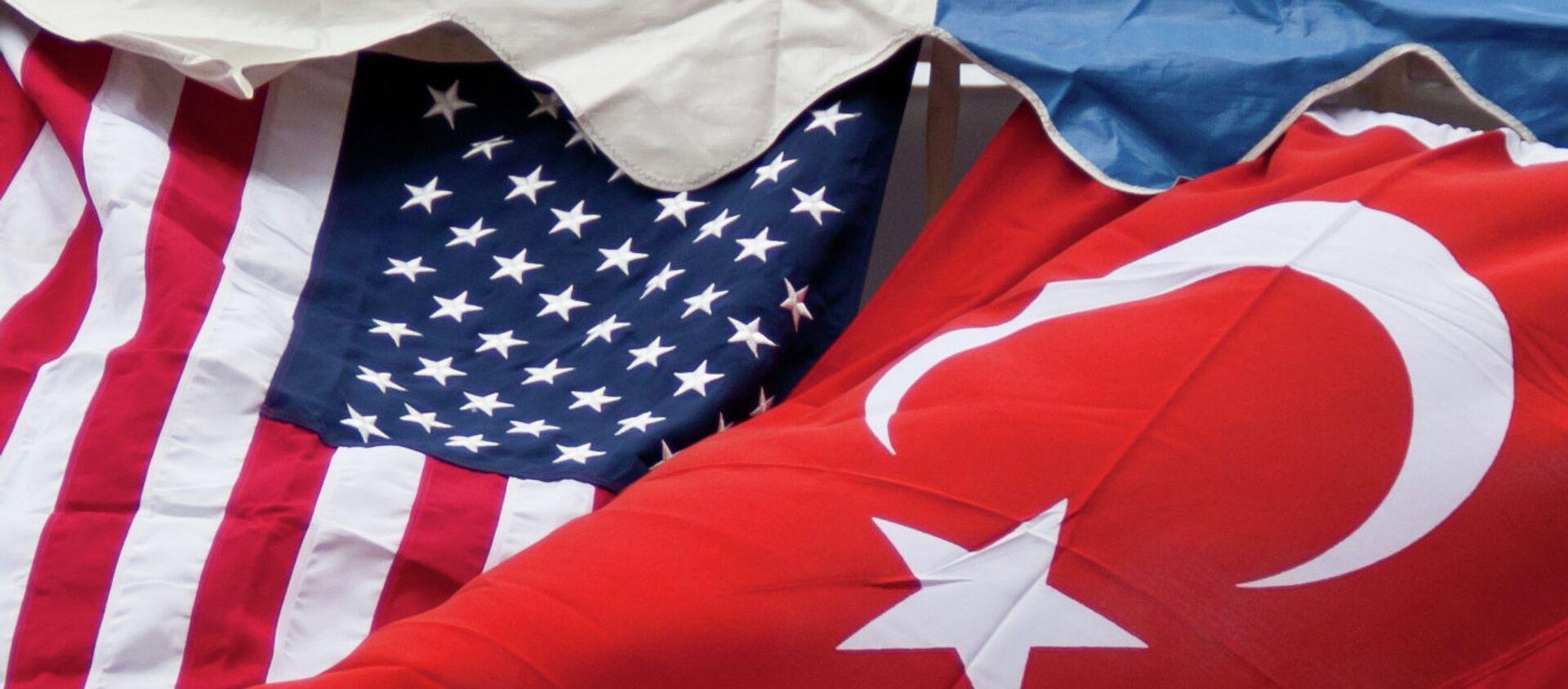 Le bandiere degli USA e della Turchia - Sputnik Italia, 1920, 22.04.2021