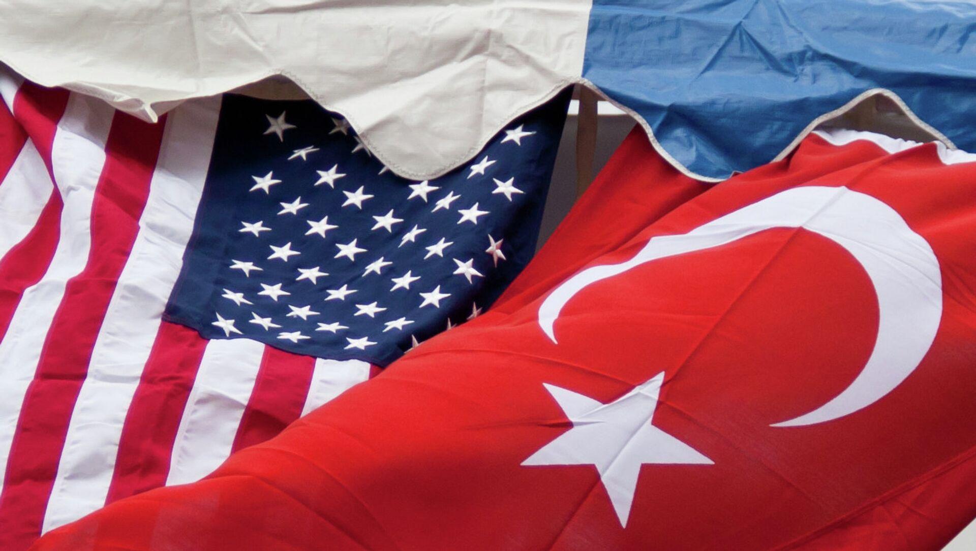 Le bandiere degli USA e della Turchia - Sputnik Italia, 1920, 15.02.2021