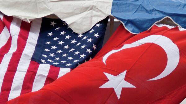 Le bandiere degli USA e della Turchia - Sputnik Italia
