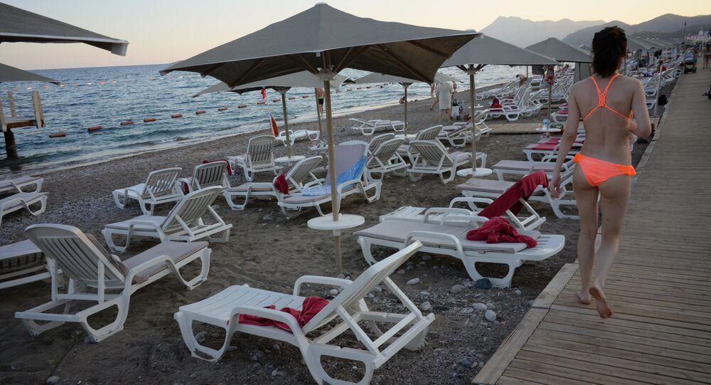 Spiaggia semi-vuota ad Antalya (Turchia)
