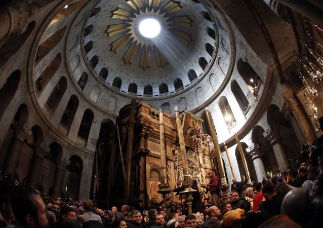 Сristiani ortodossi alla tomba di Cristo a Gerusalemme
