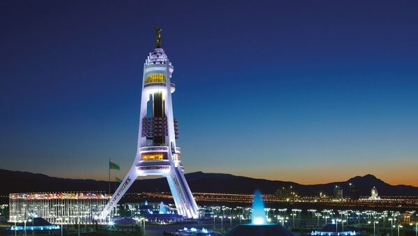 Ashgabat, il monumento alla neutralità del Turkmenistan - Sputnik Italia
