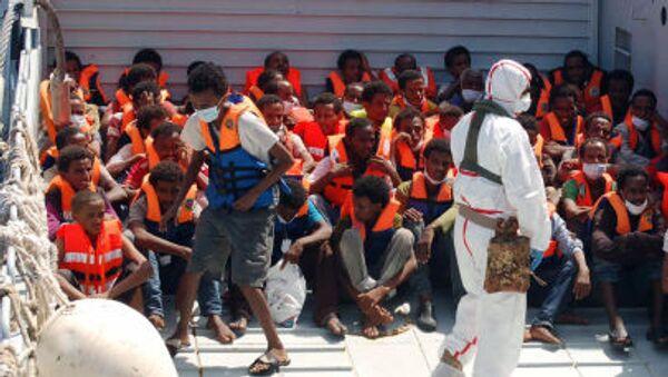 migranti nel porto di Lampedusa  - Sputnik Italia