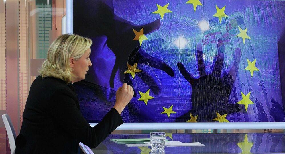 Marine Le Pen durante l`intervista a France 5, il 23 Novembre di 2014