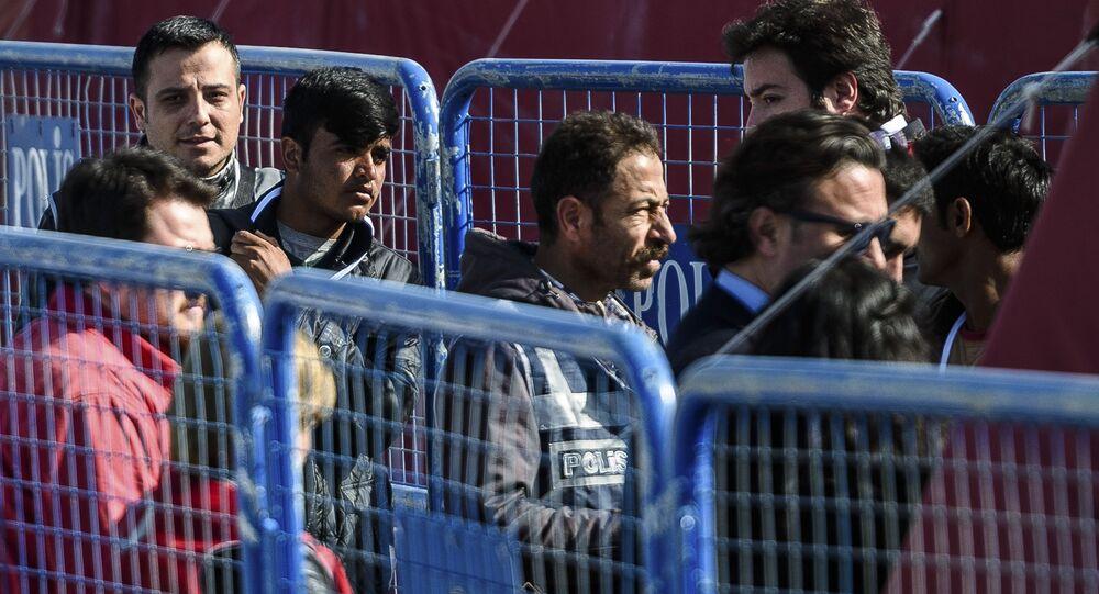Grecia, nell'isola di Chio centinaia di clandestini protestano per espulsioni in Turchia