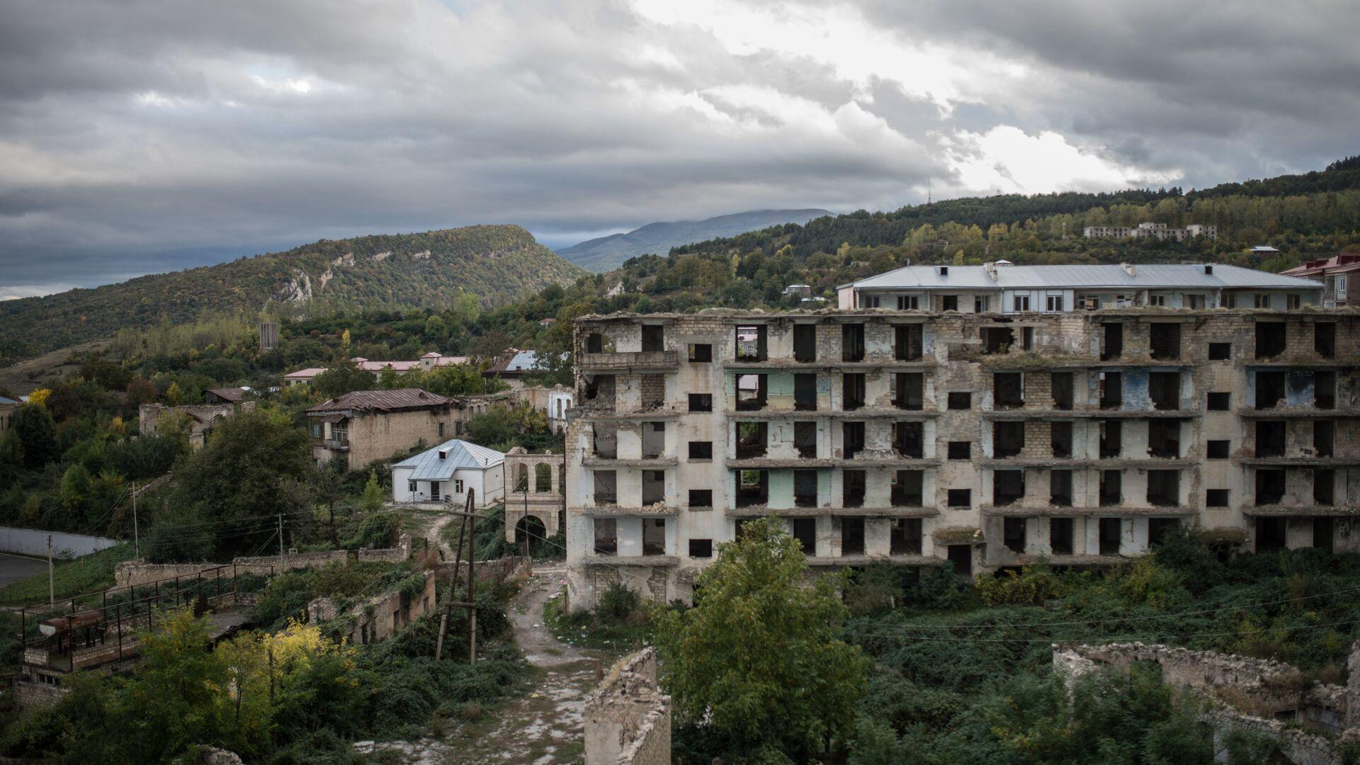 Case distrutte a Nagorno-Karabakh - Sputnik Italia, 1920, 28.05.2021