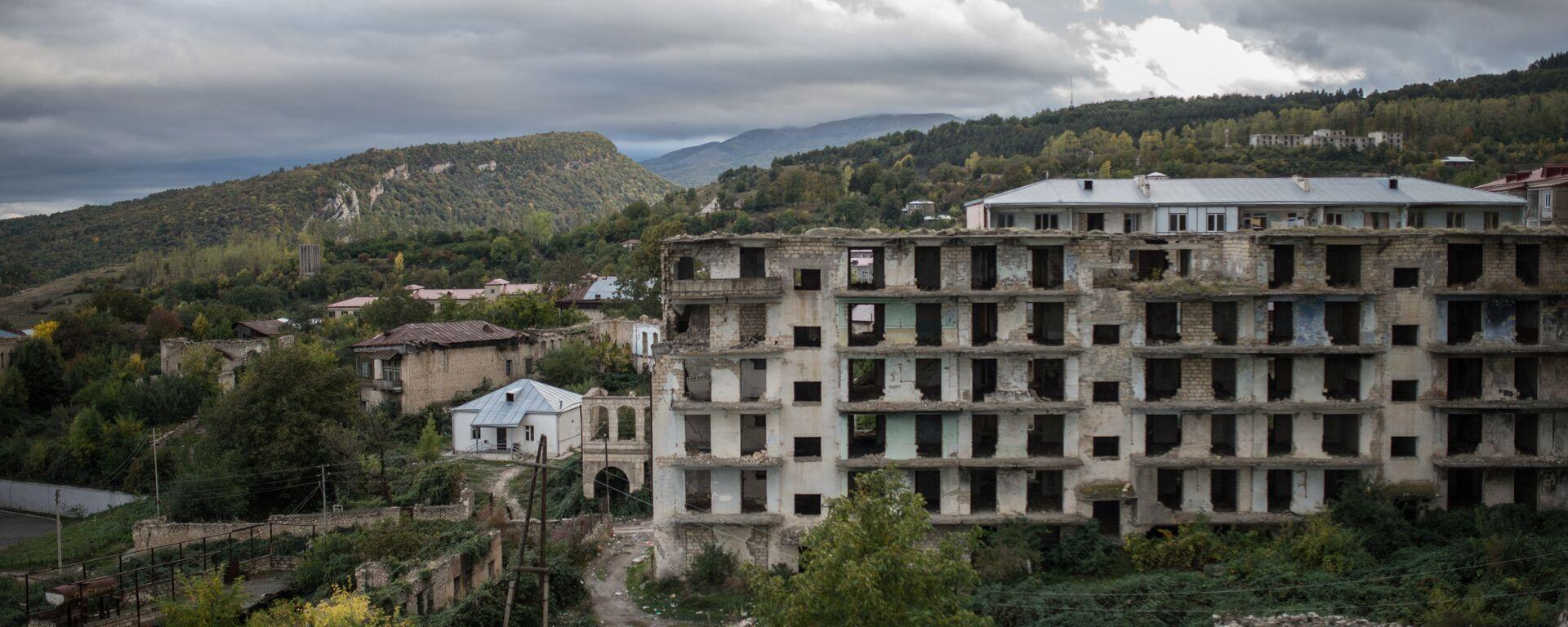 Case distrutte a Nagorno-Karabakh - Sputnik Italia, 1920, 12.03.2021