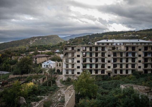 Case distrutte nel Nagorno-Karabakh dopo conflitto (foto d'archivio)