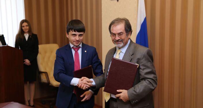 Ruslan Balbek e Francesco Lo Judice dopo la firma del protocollo d'intesa