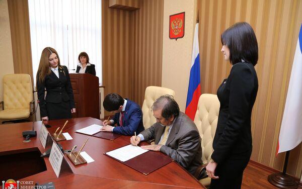 La firma del protocollo d'intesa tra le autorità della Crimea e la delegazione di imprenditori - Sputnik Italia