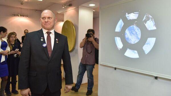 Il Cosmonauta Oleg Artemyev all'apertura della mostra - Sputnik Italia