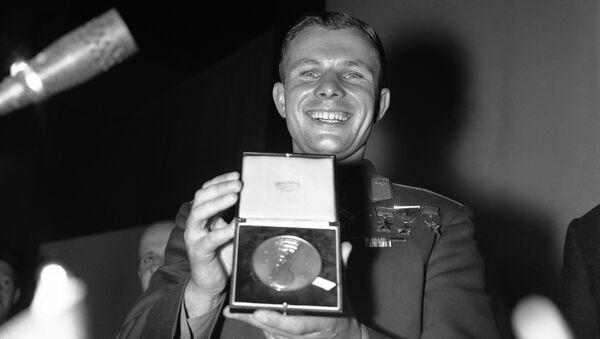 Yuri Gagarin insignito della medaglia d'oro della British Interplanetary Society - Sputnik Italia