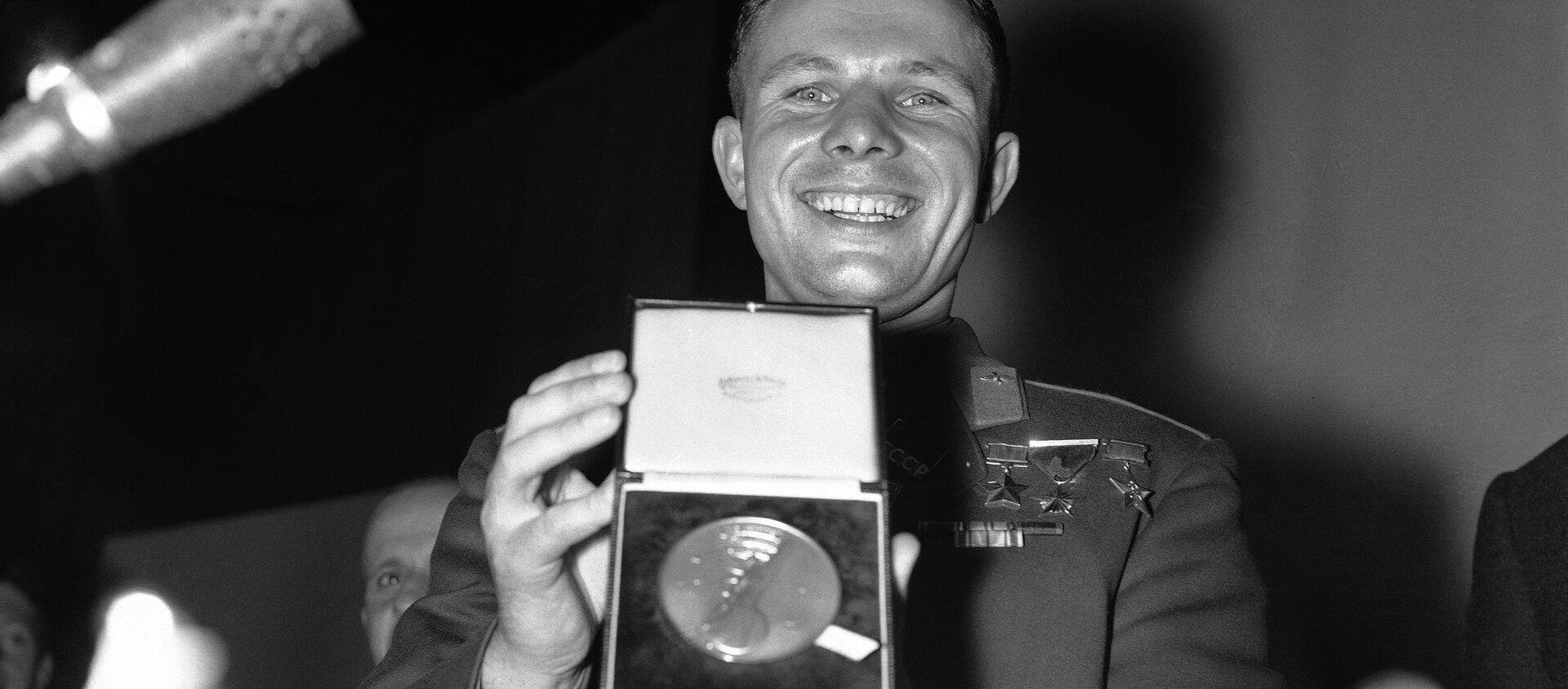 Yuri Gagarin insignito della medaglia d'oro della British Interplanetary Society - Sputnik Italia, 1920, 12.04.2016