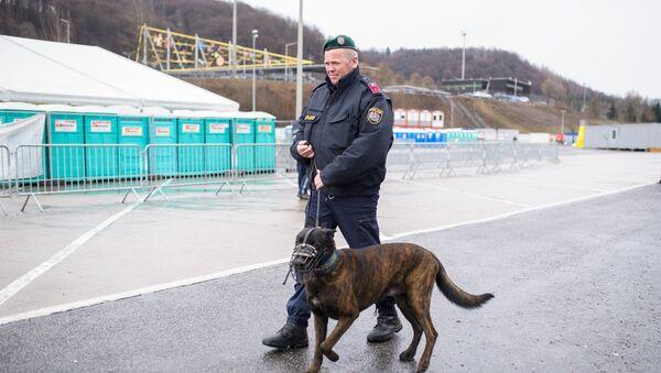 Un agente di polizia in Austria - Sputnik Italia