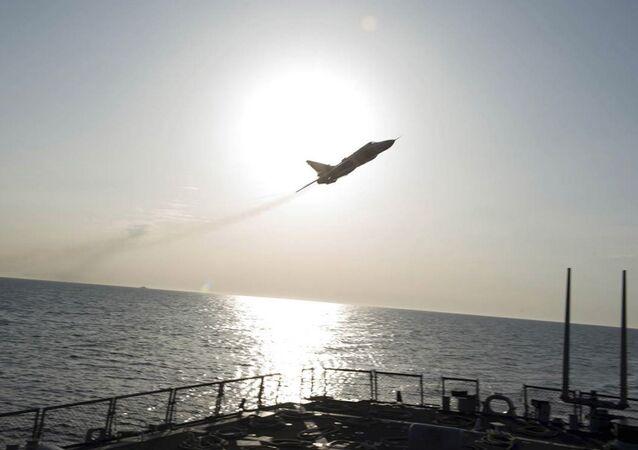 Caccia russo Su-24 vicino la nave militare USA Donald Cook nel Baltico