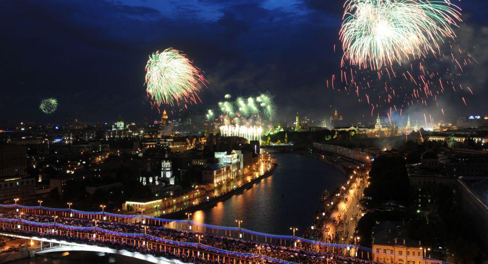 65° della Vittoria, fuochi di artificio nel cielo di Mosca