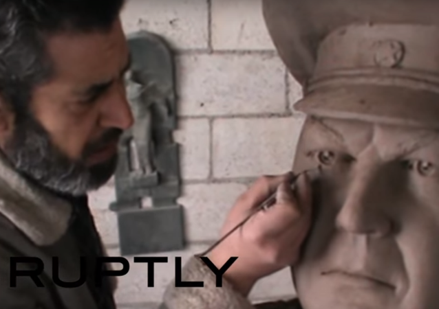 Scultura del pilota russo abbattuto in Siria