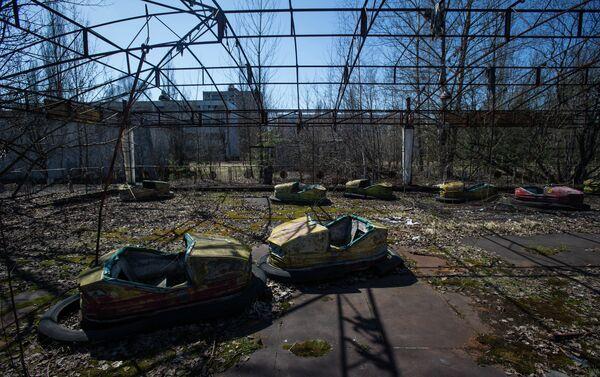 I resti di un parco giochi a Pripyat - Sputnik Italia