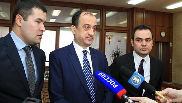 Ambasciatore della Turchia in Russia Ümit Yardım (al centro) - Sputnik Italia