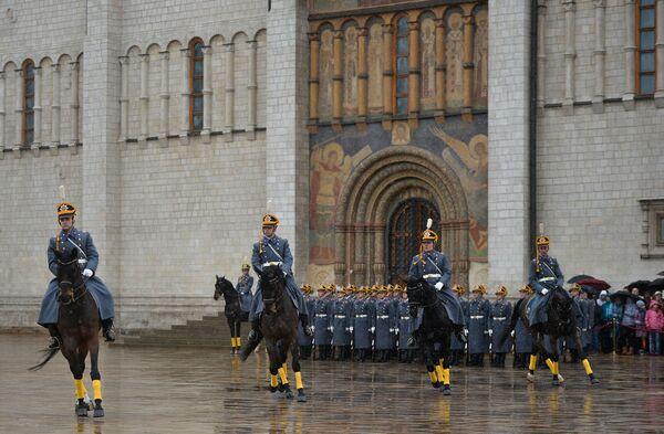 Cerimonia del cambio delle guardie al Cremlino di Mosca. - Sputnik Italia