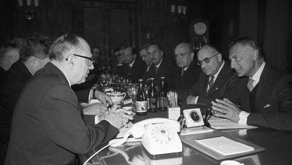 Il primo vice ministro del commercio sovietico Ivan Semichastnov incontra Giovanni Agnelli - Sputnik Italia