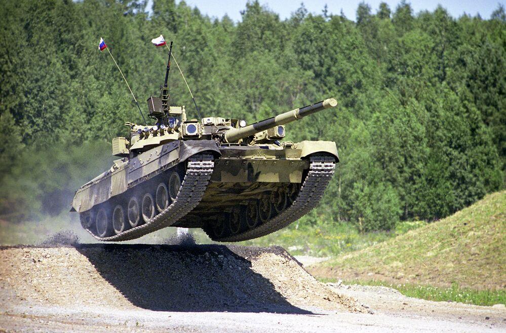 Carro armato T-80.