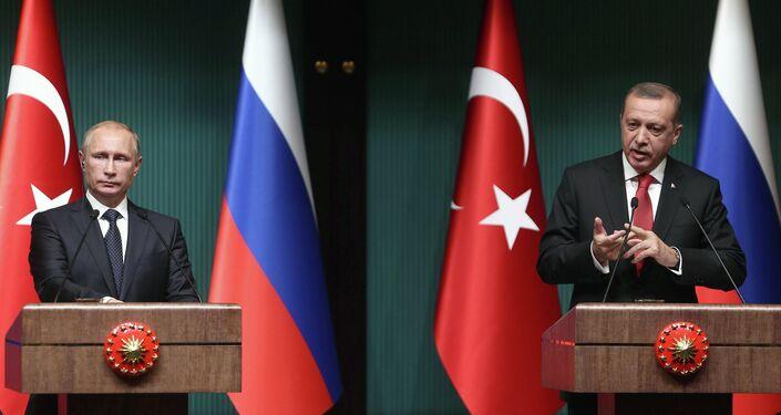 Putin e Erdogan al vertice bilaterale di Ankara, dicembre 2014