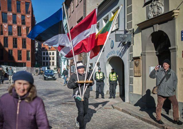 La manifestazione di membri di legione nazista Waffen SS a Riga
