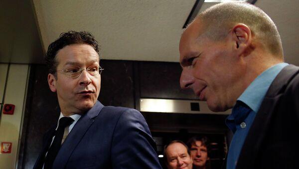 Ministro Finanze greco Yanis Varoufakis e presidente Eurogruppo Jeroen Dijsselbloem - Sputnik Italia