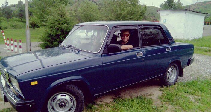 50 anni e non sentirli, Test-Drive su una Zhiguli per l'inviato di Sputnik Italia