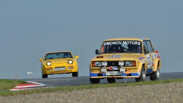 Un Gran Premio di auto d'epoca, la Fiat-124/Zhiguli si difende bene - Sputnik Italia