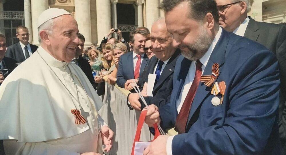Papa Francesco con il deputato del Partito Communista della Federazione Russa Pavel Dorokhin