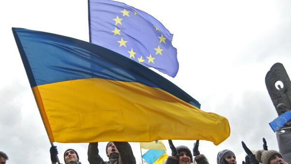 Bandiera dell'Ucraina e dell'UE - Sputnik Italia