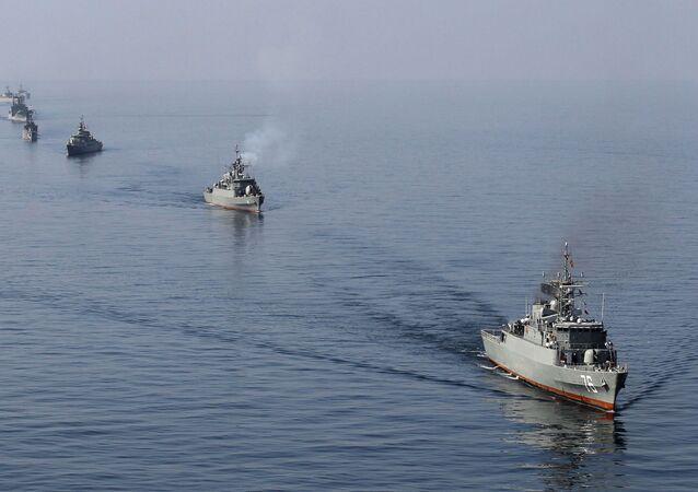 Navi iraniane nello stretto di Hormuz