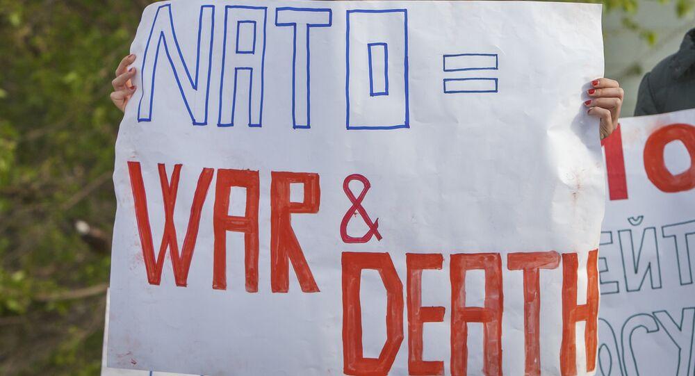 Manifestanti in Moldavia anti-NATO e anti-USA