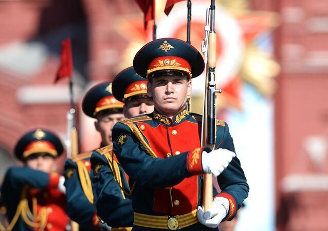 L'arrivo della Bandiera della Vittoria sulla Piazza Rossa