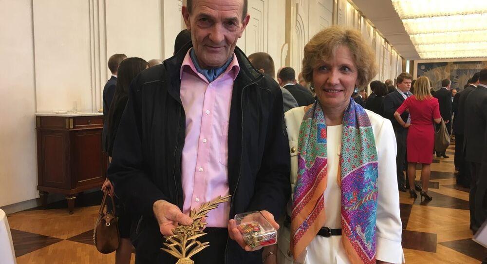 Jean-Paul Floch mostra le medaglie