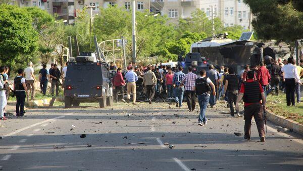 На месте взрыва в турецком городе Диярбакыр - Sputnik Italia