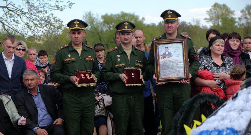 Ai funerali di Alexander Prokhorenko, il paracadutista acquisitore russo morto durante la liberazione di Palmira.