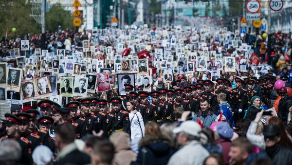 La marcia del Reggimento degli Immortali a Omsk, Russia - Sputnik Italia